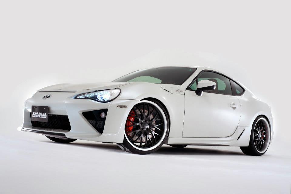 S0-Insolite-une-Toyota-GT86-qui-se-prend-pour-une-LFA-284025.jpg