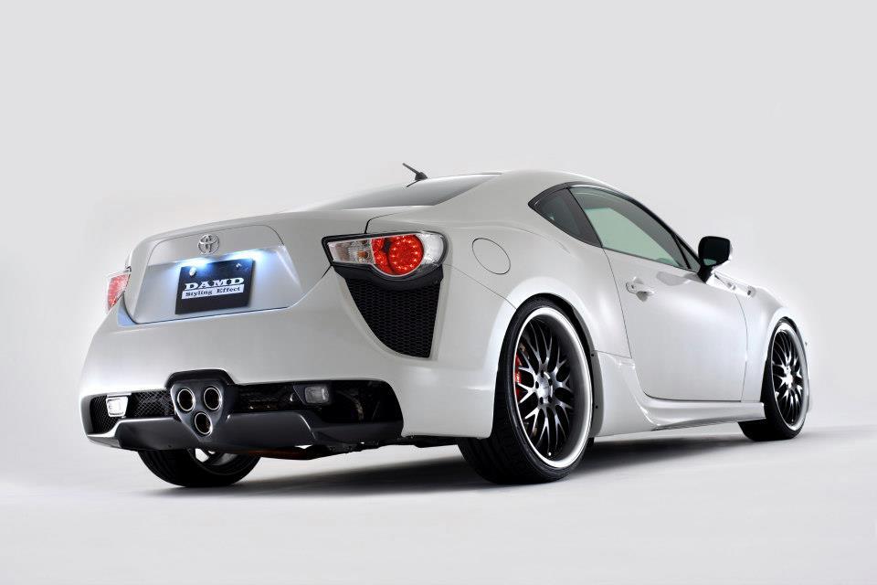 S0-Insolite-une-Toyota-GT86-qui-se-prend-pour-une-LFA-284028.jpg