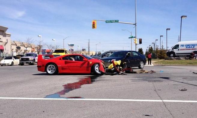 Une Ferrari F40 se fait percuter par une Dodge Dart au Canada