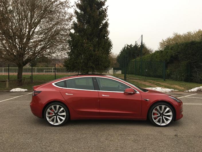 Essai vidéo - Tesla Model 3 : demain commence aujourd'hui
