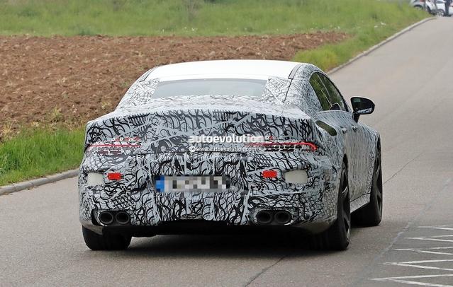 Scoop : la Mercedes-AMG GT quatre portes prend la route