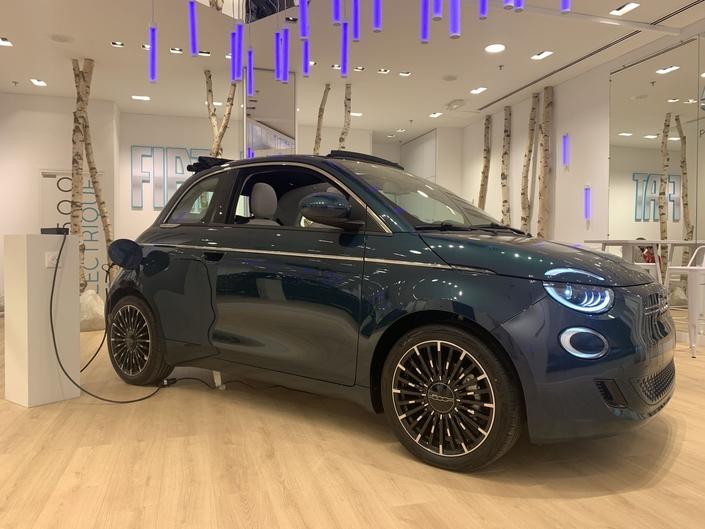 2020 - [Fiat] 500 e - Page 25 S1-presentation-video-fiat-500-electrique-encore-plus-branchee-635805
