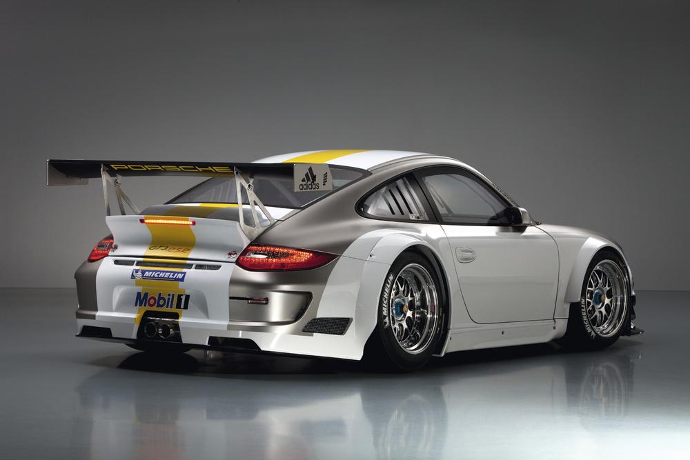http://images.caradisiac.com/images/4/2/2/5/64225/S0-Porsche-presente-sa-nouvelle-911-GT3-RSR-207006.jpg