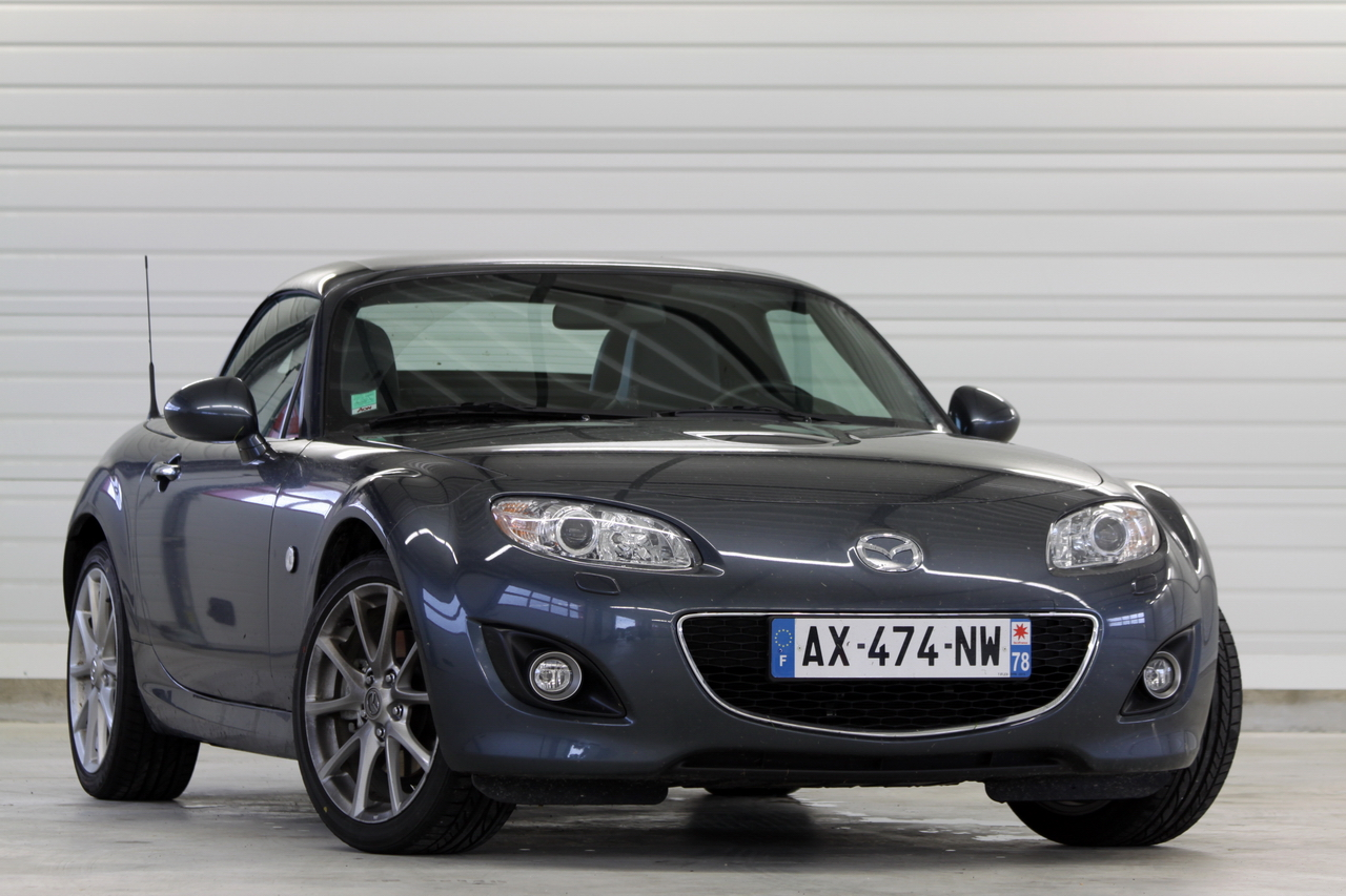 les essais de soheil ayari mazda mx5 vs mazda mx5 open race. Black Bedroom Furniture Sets. Home Design Ideas