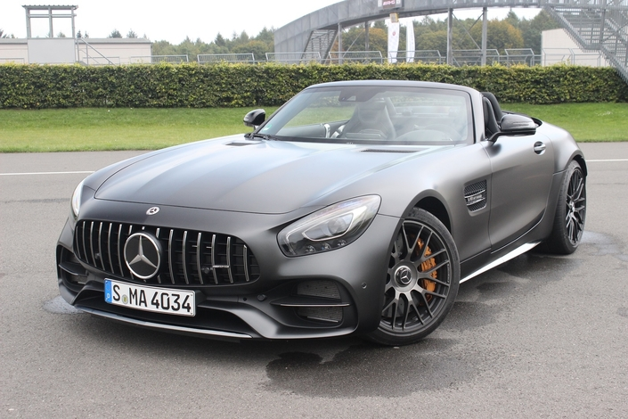 Mercedes continue de dominer le marché mondial du premium en octobre