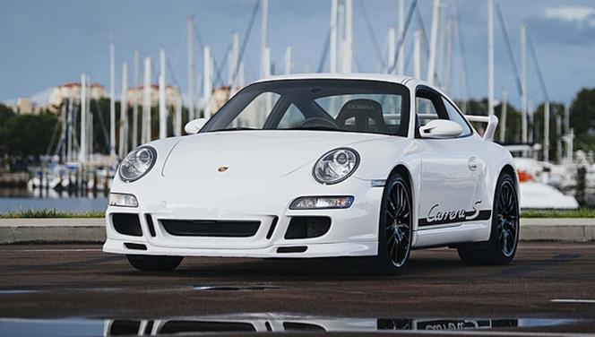Insolite : une Porsche 911Carrera S avec un poste de conduite central est à vendre