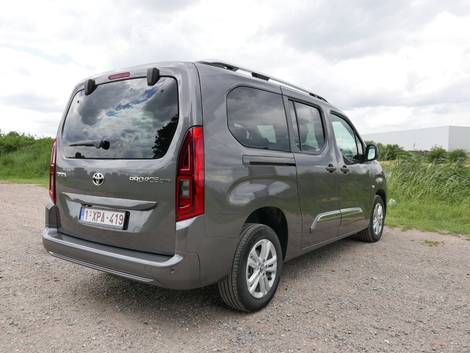 2018 - [Peugeot/Citroën/Opel] Rifter/Berlingo/Combo [K9] - Page 8 S1-essai-toyota-proace-city-verso-1-5l-d4-d-50-nuances-de-gris-635959