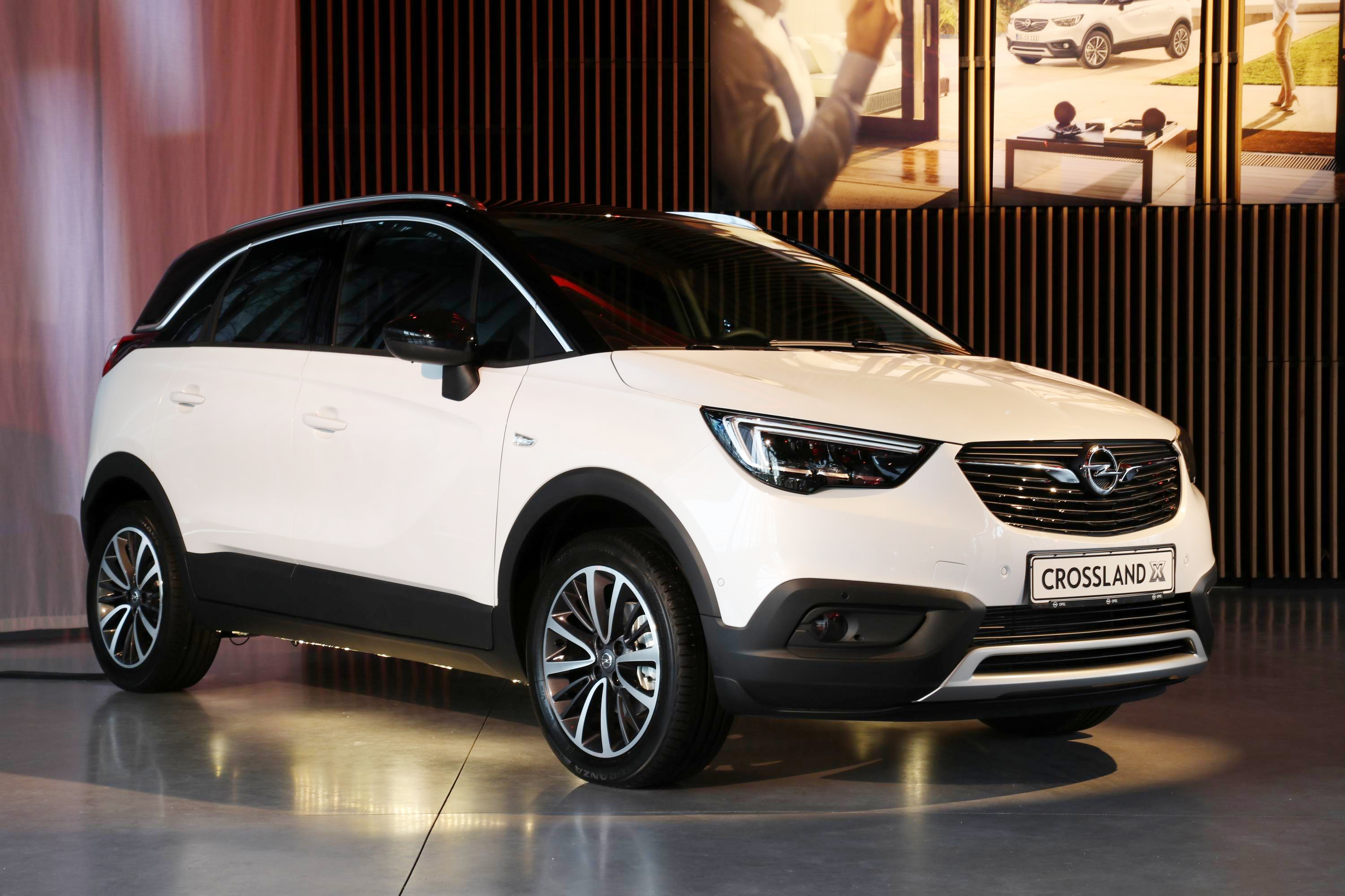opel crossland x d couvrez les premi res images de l 39 essai en live lundi 15 mai. Black Bedroom Furniture Sets. Home Design Ideas