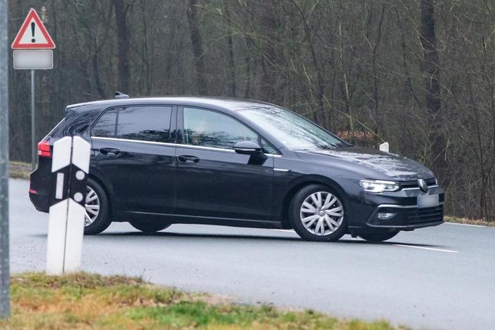 La Volkswagen Golf 8 de nouveau aperçue (màj)