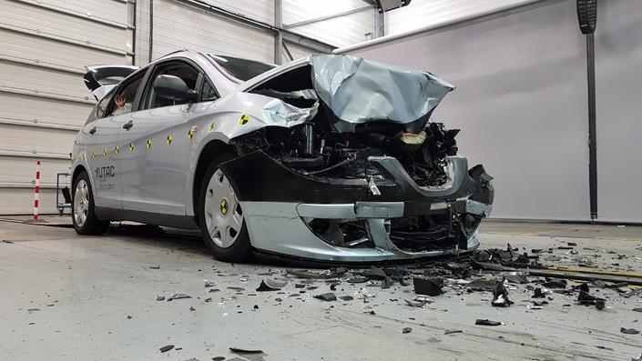 Sécurité routière: un crash-test pour sensibiliser au port de la ceinture (vidéo)