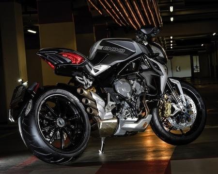 Pirelli Diablo Rosso™II : en première monte sur les MV Agusta Rivale 800 et les Brutale 800 Dragster