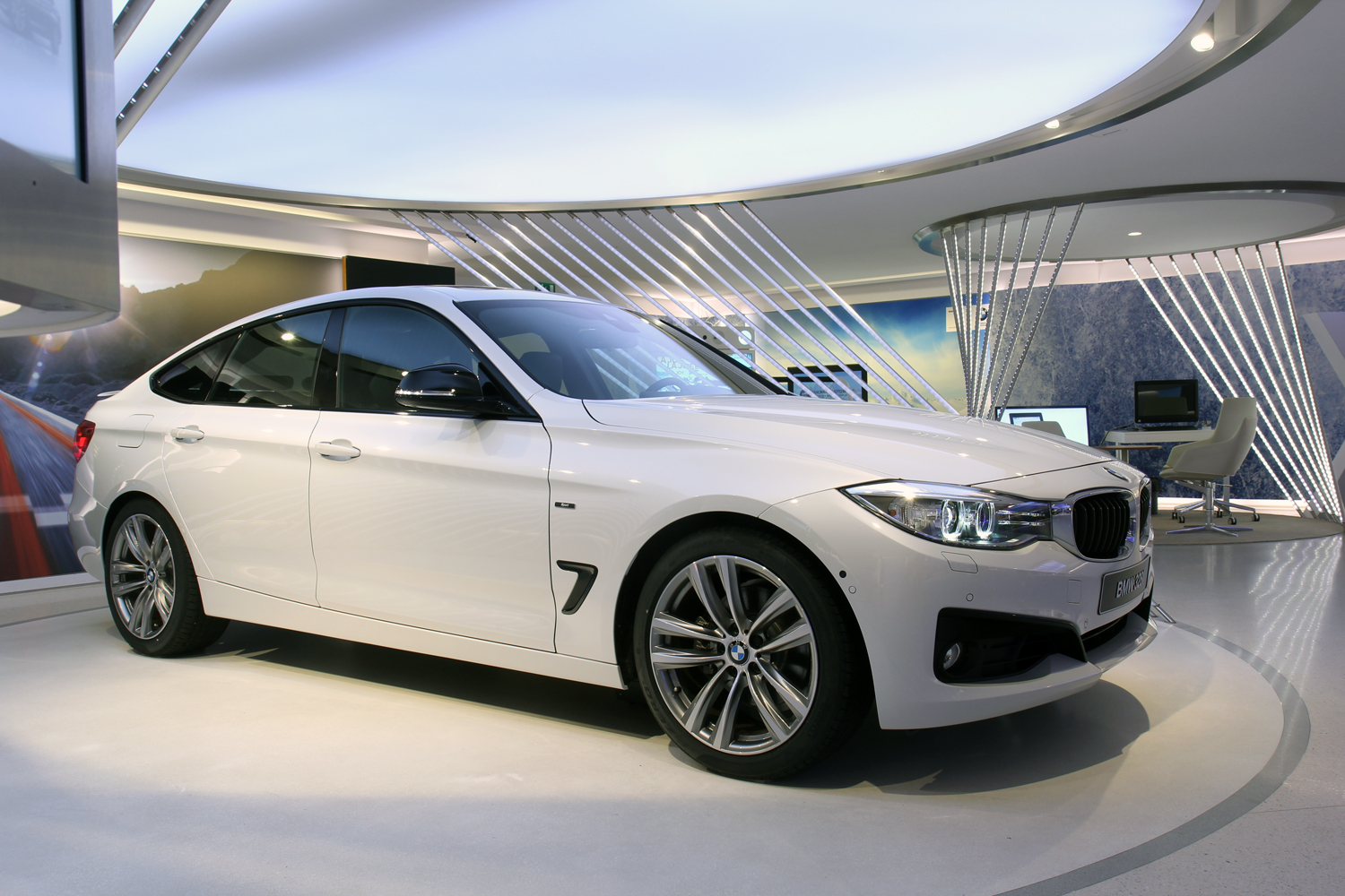 unveiled 2014 bmw 3 series gt. Black Bedroom Furniture Sets. Home Design Ideas
