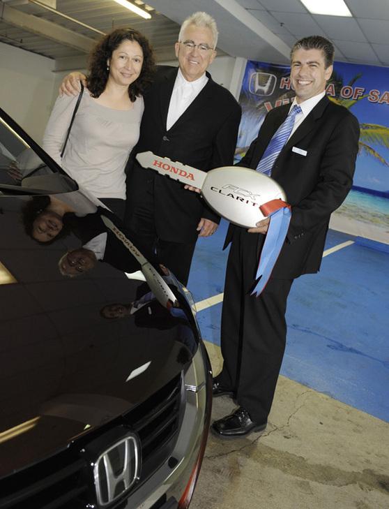 Les premiers clients de la Honda FCX Clarity à l'hydrogène !