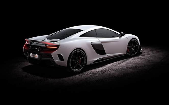 Jeremy Clarkson reçoit chez lui une McLaren 675 LT