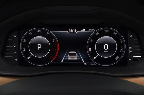 La Skoda est mieux dotée en matière d'écrans, avec un instrumentation 100 % numérique.