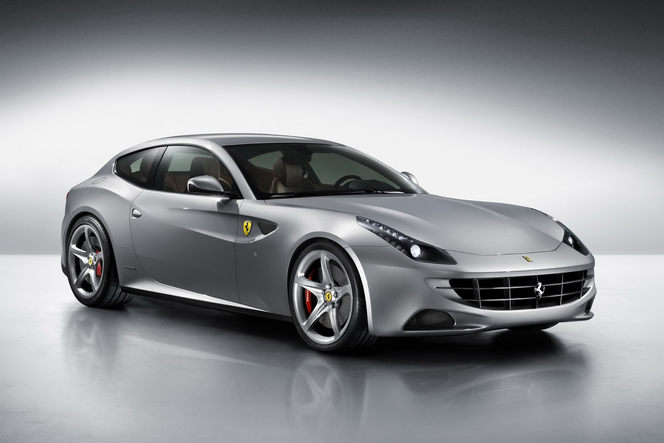 (J'aime de nuit) Incroyable Ferrari FF