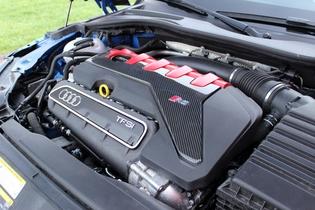 Les essais de Soheil Ayari - Audi TT RS : survivor