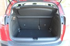 Le volume de coffre est record, avec 520 litres. Un double plancher permet d'obtenir une surface plane (option à 350 €).