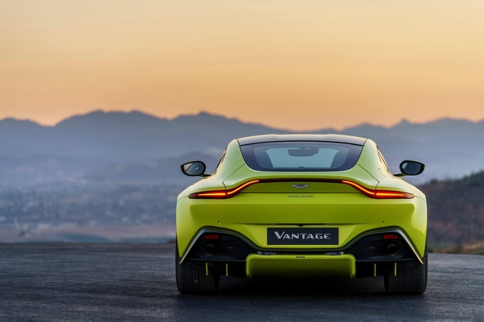 L'Arlésienne — Aston Martin Vantage