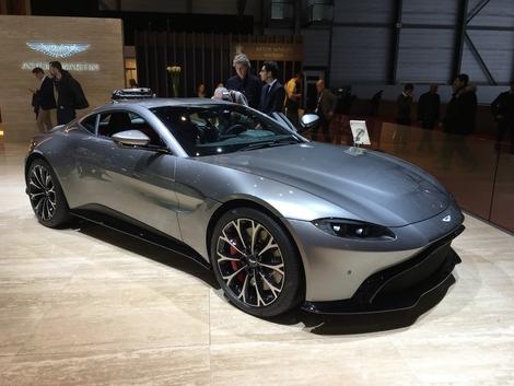 Le style. Je trouve cette auto tout simplement magnifique, avec juste ce qu'il faut d'appendices aérodynamiques sportifs.