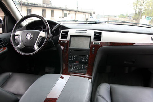 Essai vid o cadillac escalade deguster sans mod ration for Escalade interieur