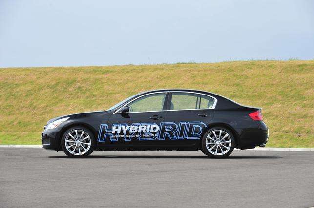 Nissan dévoile deux prototypes, un hybride et un 100% électrique