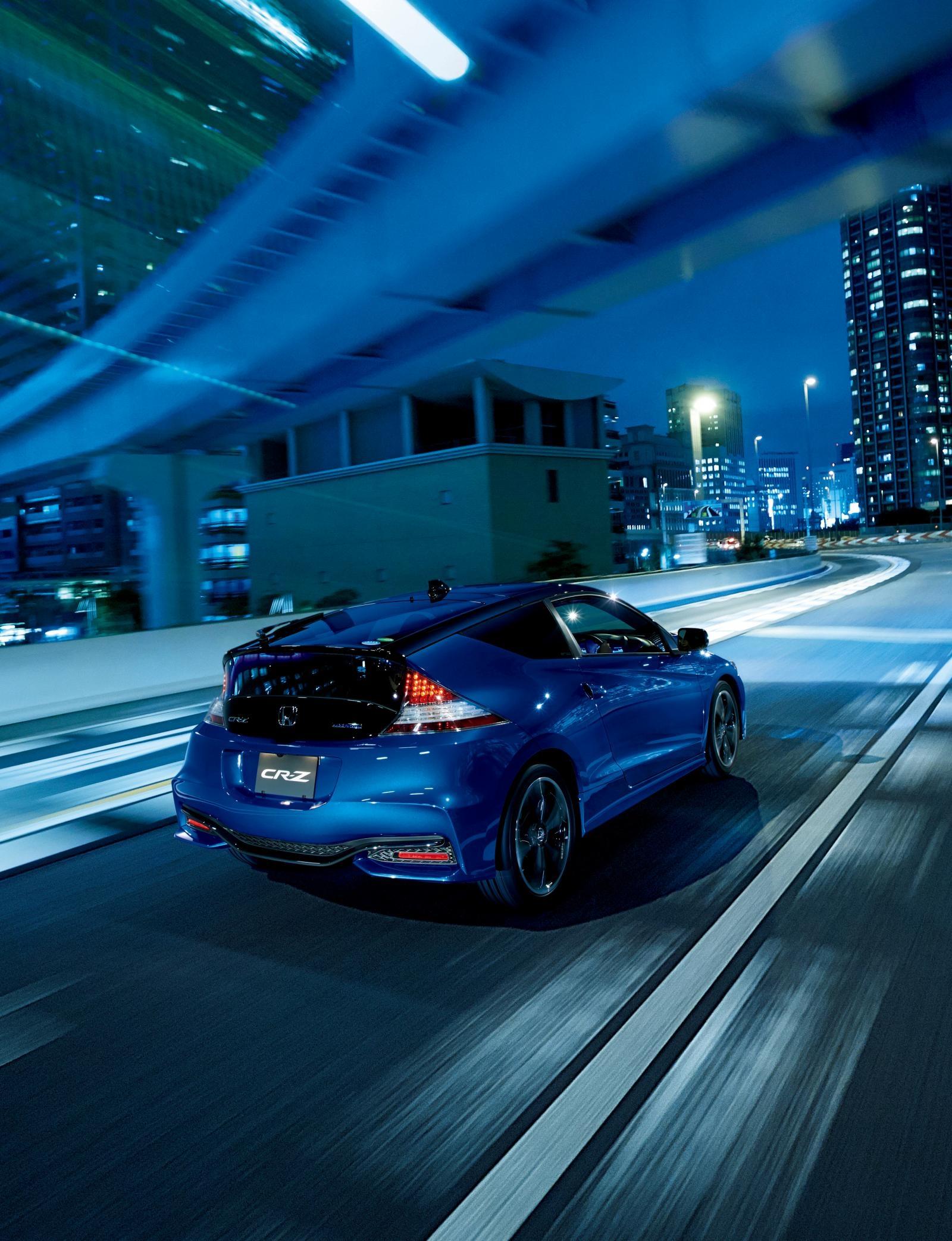 [Image: S0-Honda-officialise-le-restylage-du-CR-Z-360060.jpg]