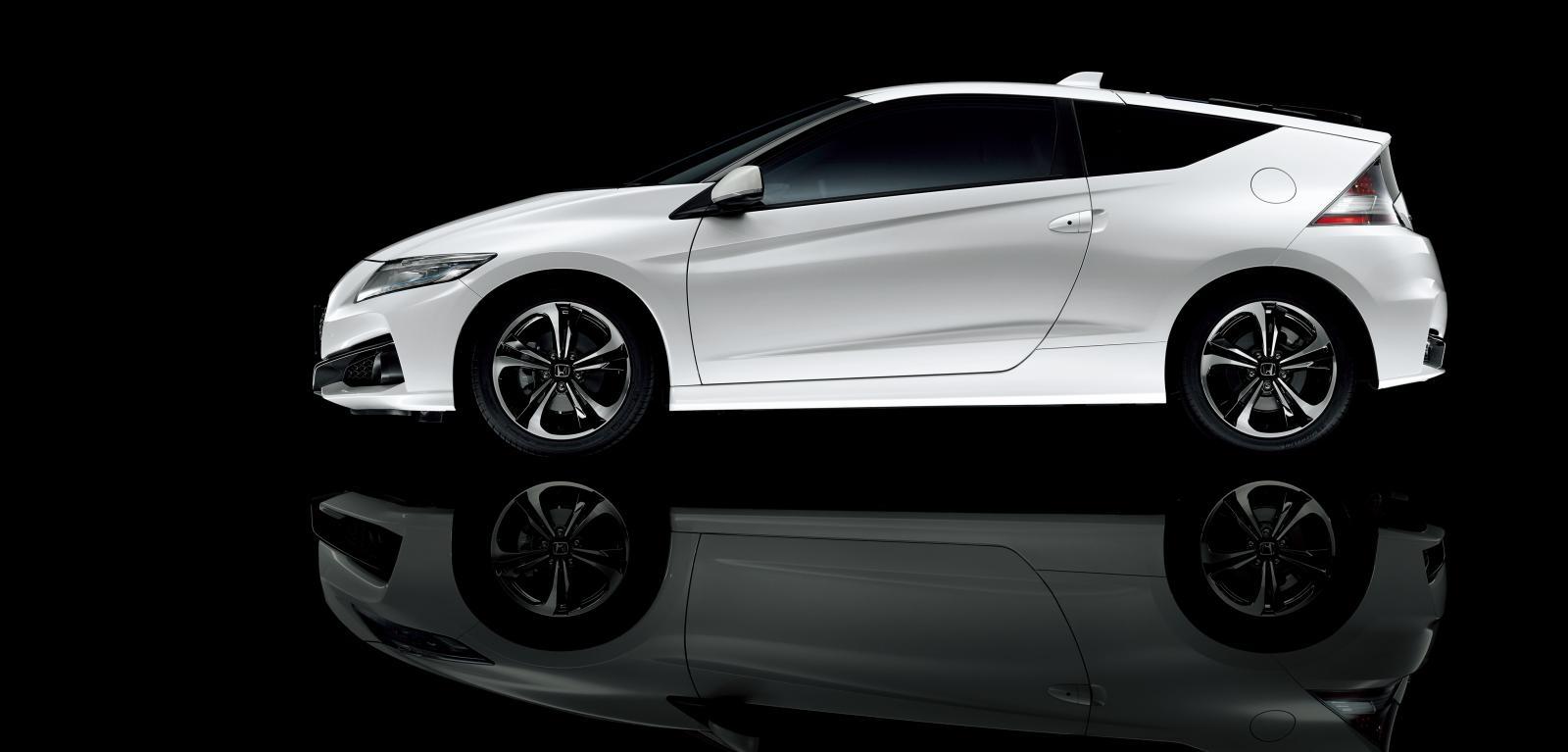 [Image: S0-Honda-officialise-le-restylage-du-CR-Z-360062.jpg]