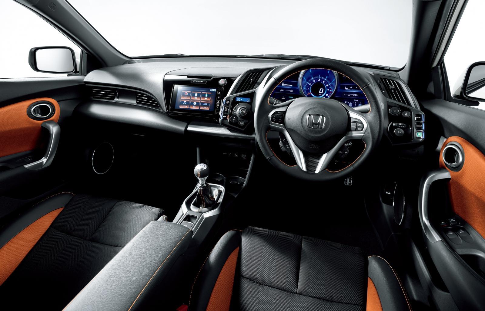 [Image: S0-Honda-officialise-le-restylage-du-CR-Z-360065.jpg]