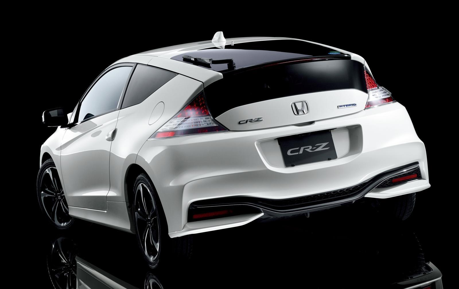 [Image: S0-Honda-officialise-le-restylage-du-CR-Z-360066.jpg]