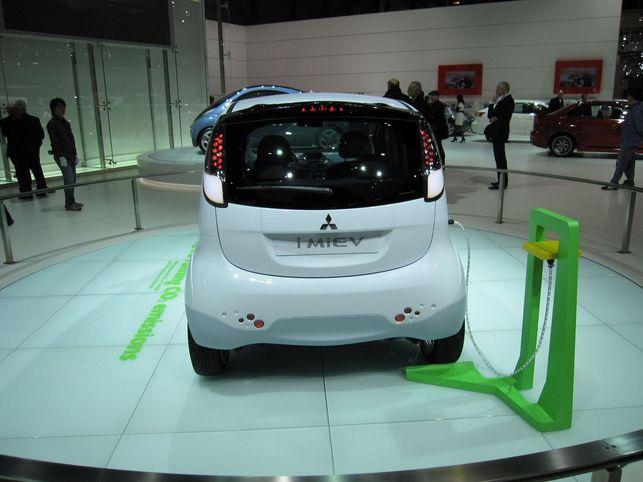Stand Mitsubishi : l'i MiEV et le Concept i MiEV Sport Air