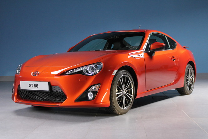 exclusivit caradisiac vous invite d couvrir la toyota gt86. Black Bedroom Furniture Sets. Home Design Ideas