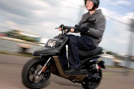 Nouveauté MBK 2010 : Le Booster 12 pouces Naked fait aussi peau neuve