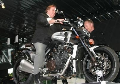 Gérard Depardieu investit dans la moto