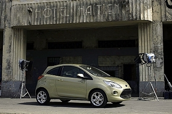 La nouvelle Ford Ka charme la nouvelle James Bond Girl !