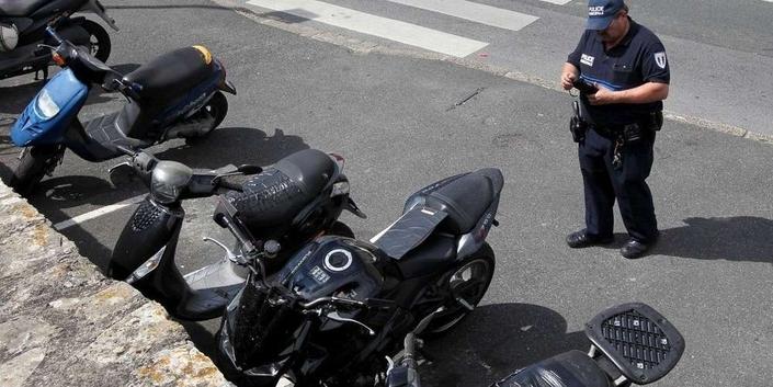 Paris: le plan pour le stationnement payant des motos et des scooters