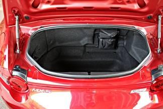 Un coffre petit mais qui peut avaler les bagages de deux personnes pour un week-end