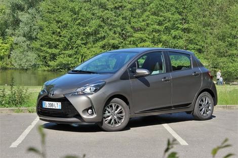 Toyota Yaris restylée - Essayée avec le nouveau 1.5 essence 110 ch. Les performances sont indignes et l'ensemble a vieilli.