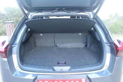 Le volume de coffre est LE point noir de l'UX. Seulement 320 litres, un volume de citadine ! Et en 4 roues motrices, c'est 283 litres...