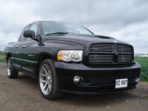 essai vid o dodge ram srt 10 super rapide et terrifiant. Black Bedroom Furniture Sets. Home Design Ideas