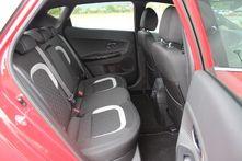 L'habitabilité arrière est très correcte pour la catégorie. La longueur aux jambes et la largeur laisse de l'aisance aux passagers.