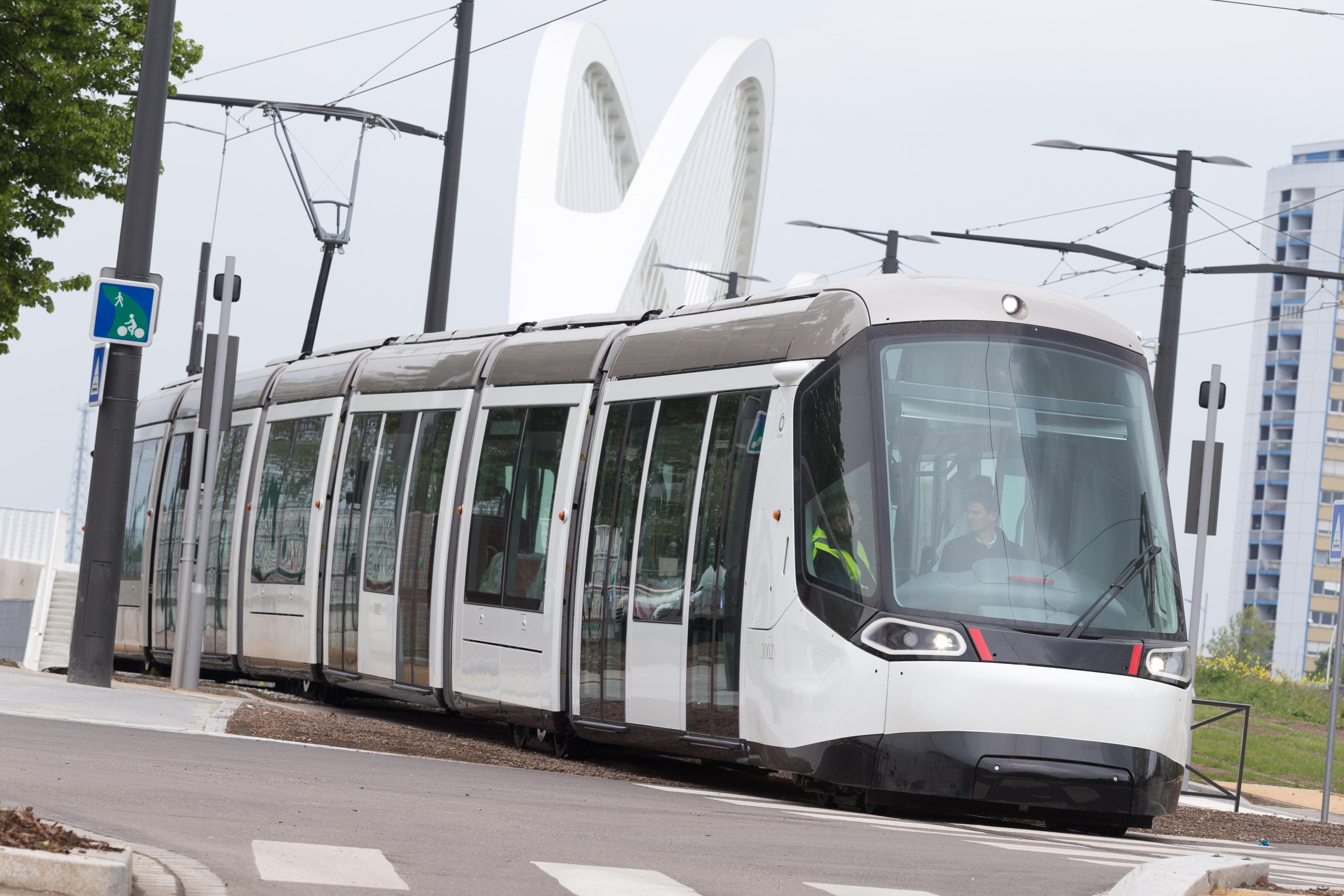 Le nouveau tram de strasbourg dessin par peugeot for K architecture strasbourg