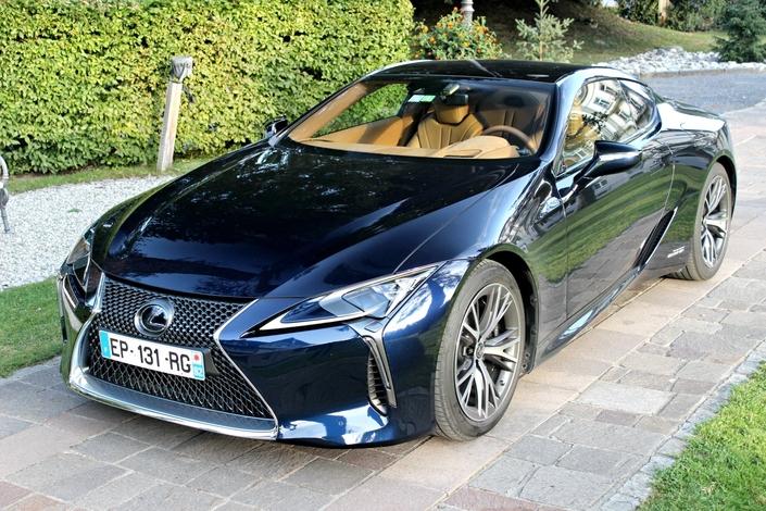 L'hybride peut aussi être associé au sport à l'image de cette Lexus LC 500H, une propulsion de 359 ch.