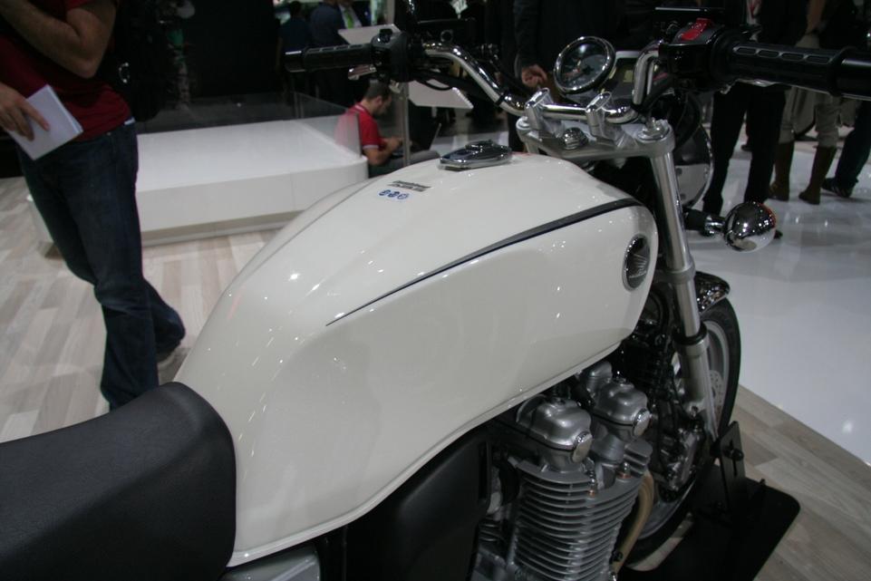 En direct de Cologne: La Honda CB1100 promet l'époque épique !