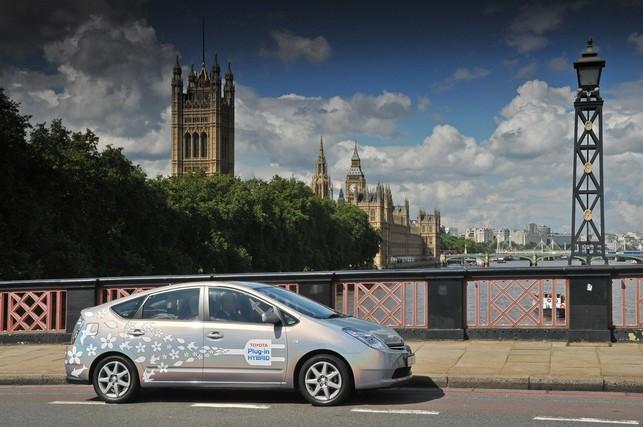 Après la France, la Toyota Prius rechargeable testée au Royaume-Uni