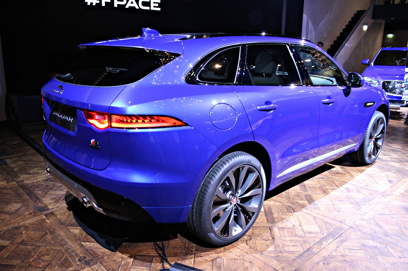 jaguar f pace un f lin dans la jungle vid o direct de francfort 2015. Black Bedroom Furniture Sets. Home Design Ideas