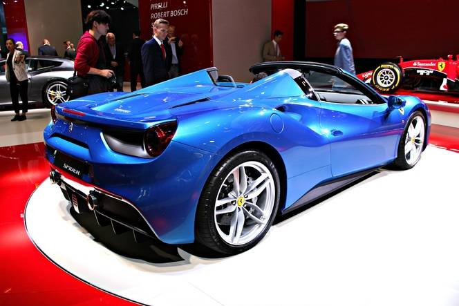 Ferrari 488 Spider : ébouriffante - Vidéo en direct du Salon de Francfort 2015