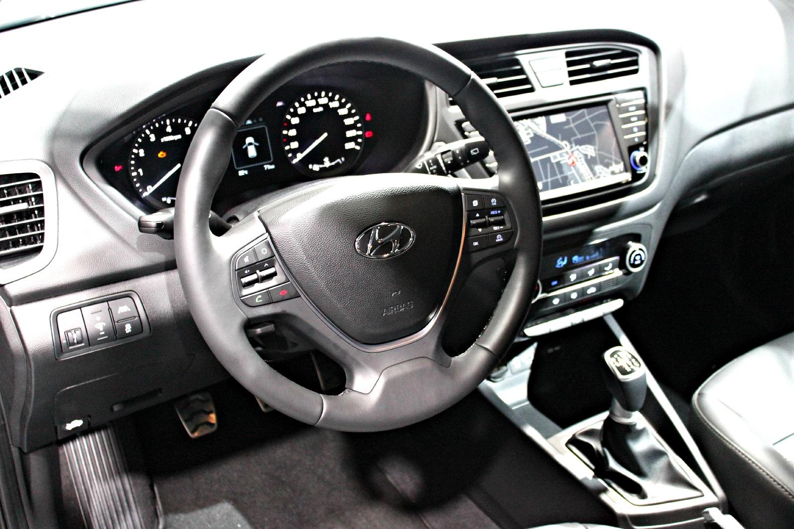 Hyundai i20 active rat des villes et des champs vid o for Interieur hyundai i20