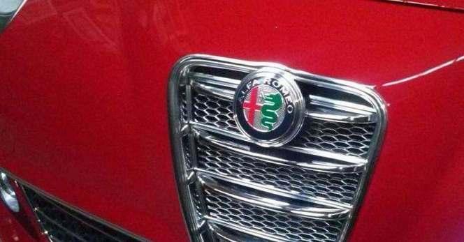 Surprise : l'Alfa Romeo Mito restylée montre son derrière