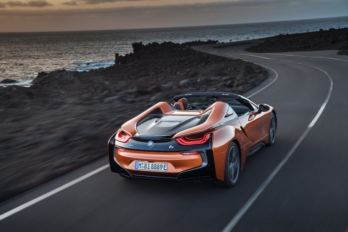 BMW i8 roadster : toi mon toit - Vidéo en direct du salon de Genève 2018